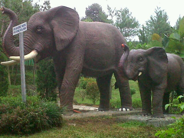 patung gajah taman