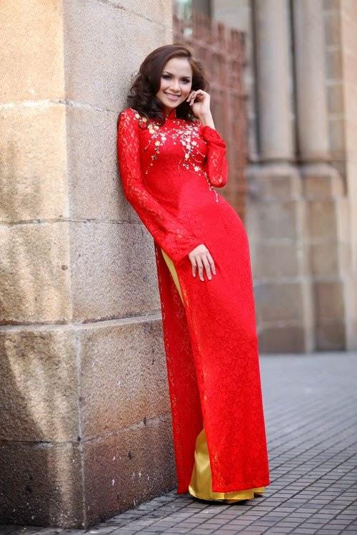 Cách phối đồ khi mặc áo dài đỏ
