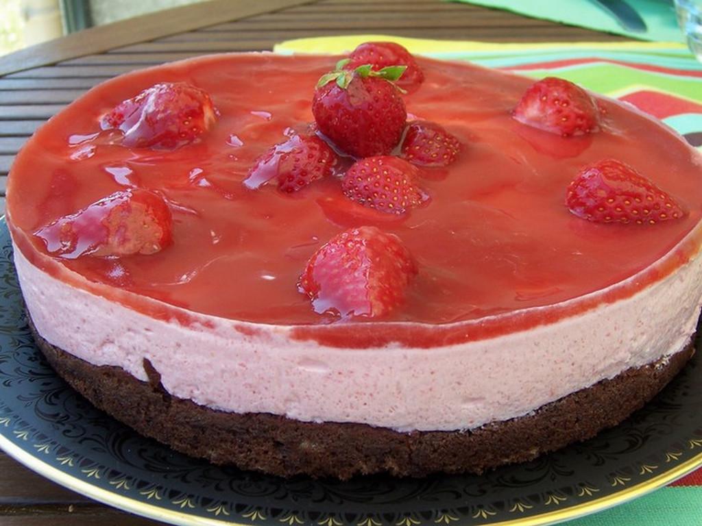 miroir aux fraises sur biscuit au chocolat