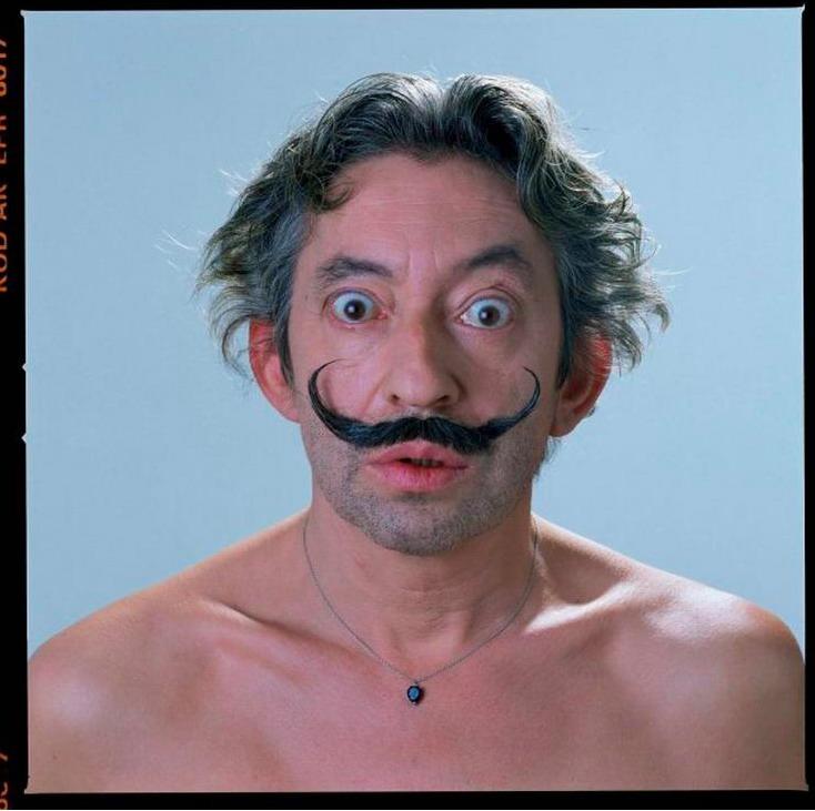 Serge Gainsbourg avec une moustache à la Dali. stacheblog.tumblr.com