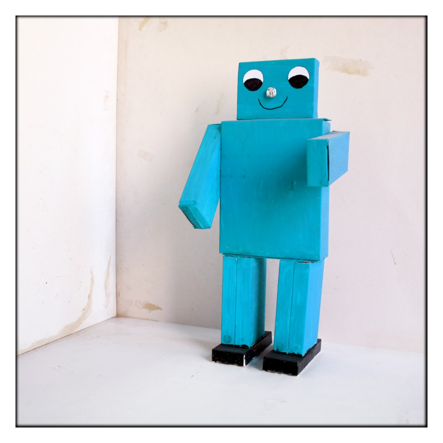 ROBOTS CON CAJAS  imagenesola imagen y la educacion plastica y