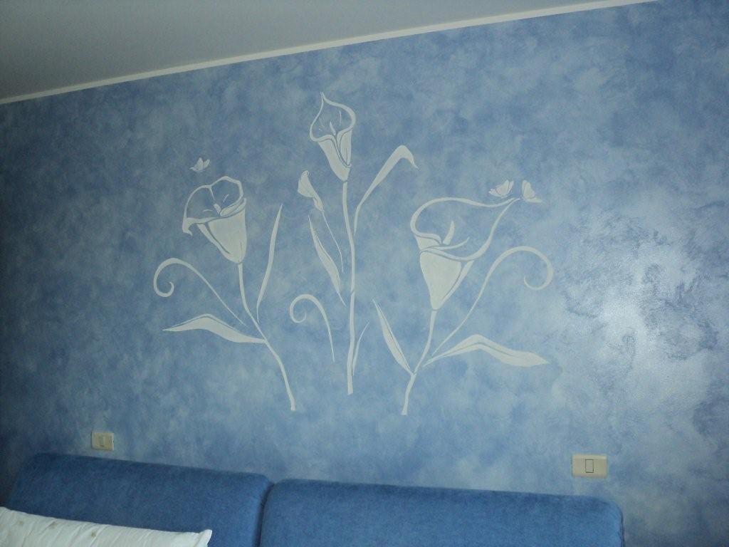 Consigli d 39 arredo un tocco unico e originale alla casa - Parete blu camera da letto ...