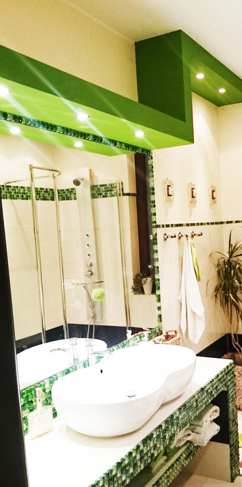 piękne podwieszane sufity,podwieszany sufit inspiracje,blog o wnętrzach,DIy,jak zaprojektować łazienkę,ile potzreba miejsca przy toalecie,duże lustro w łazience,mozaika w łazience,asymetryczny sufit,nietypowy sufit,inspiracje sufit,blogerka szczecin,interiors,interiors design polish