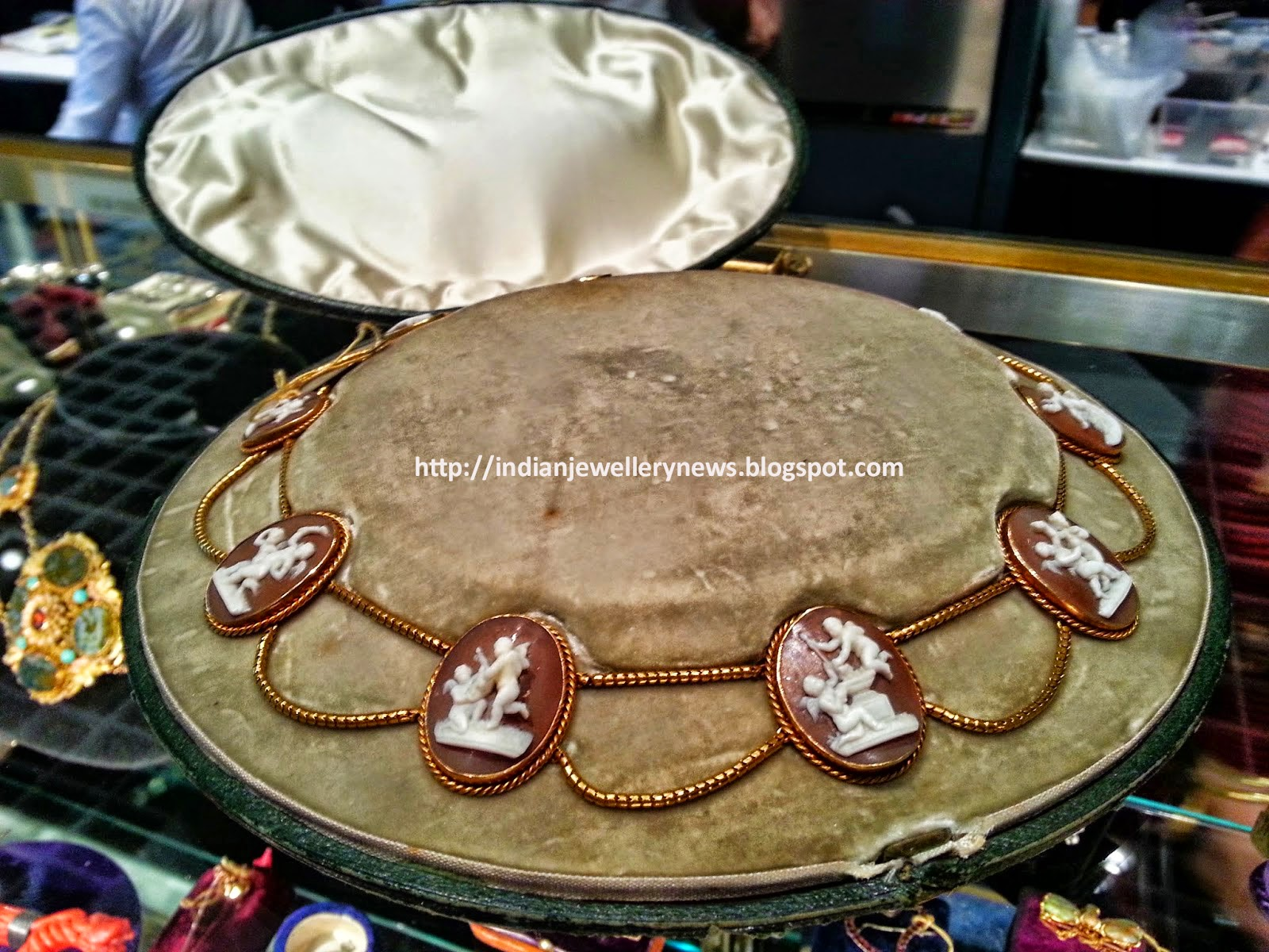 Antique Jewelry Show at Las Vegas
