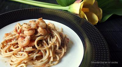 Espaguetis con gambas al ajillo y queso batido 0%