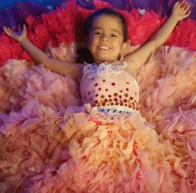 Mini Selena Gomez Xiamara Vigor