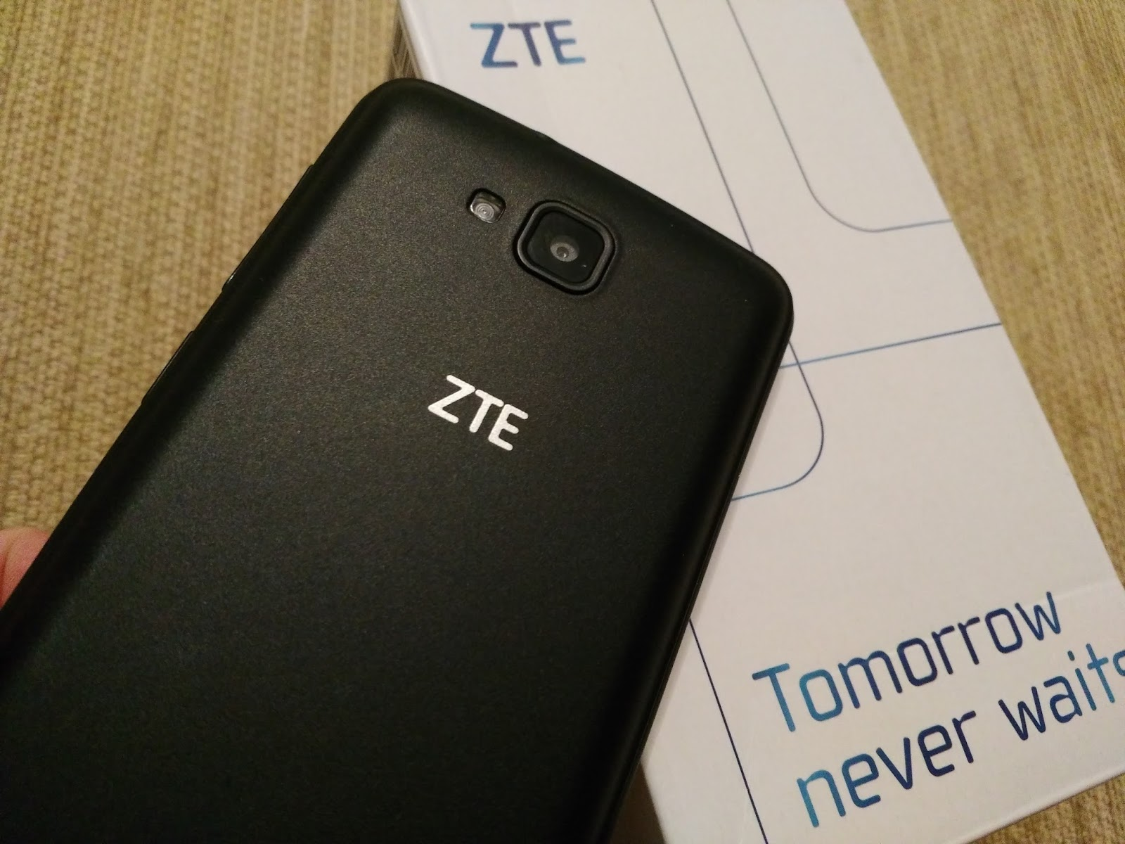 Телефон zte tomorrow never waits