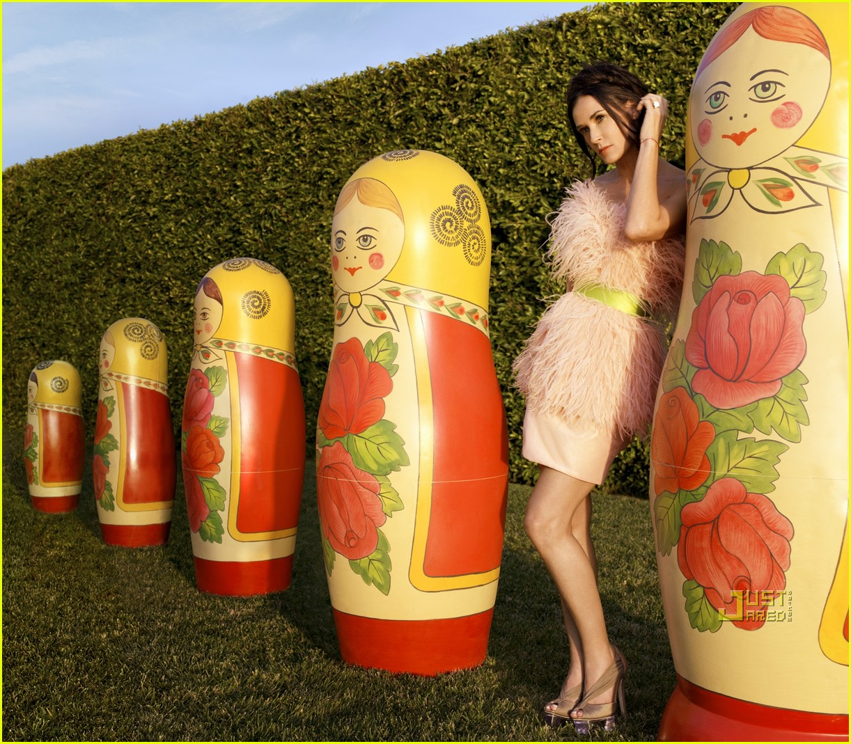 http://1.bp.blogspot.com/-URxcCCtjh8g/TmLGTYA_pwI/AAAAAAAAAe4/OwDnf4wcA40/s1600/demi-moore-harpers-bazaar-april-2010-cover-02.jpg