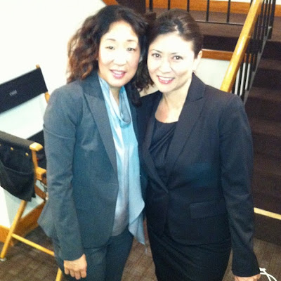 Sandra Oh and guest star Anzu Lawson behind the scenes