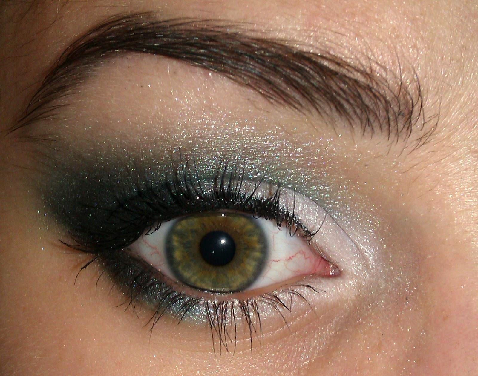 Turquoise smokey eye(s)