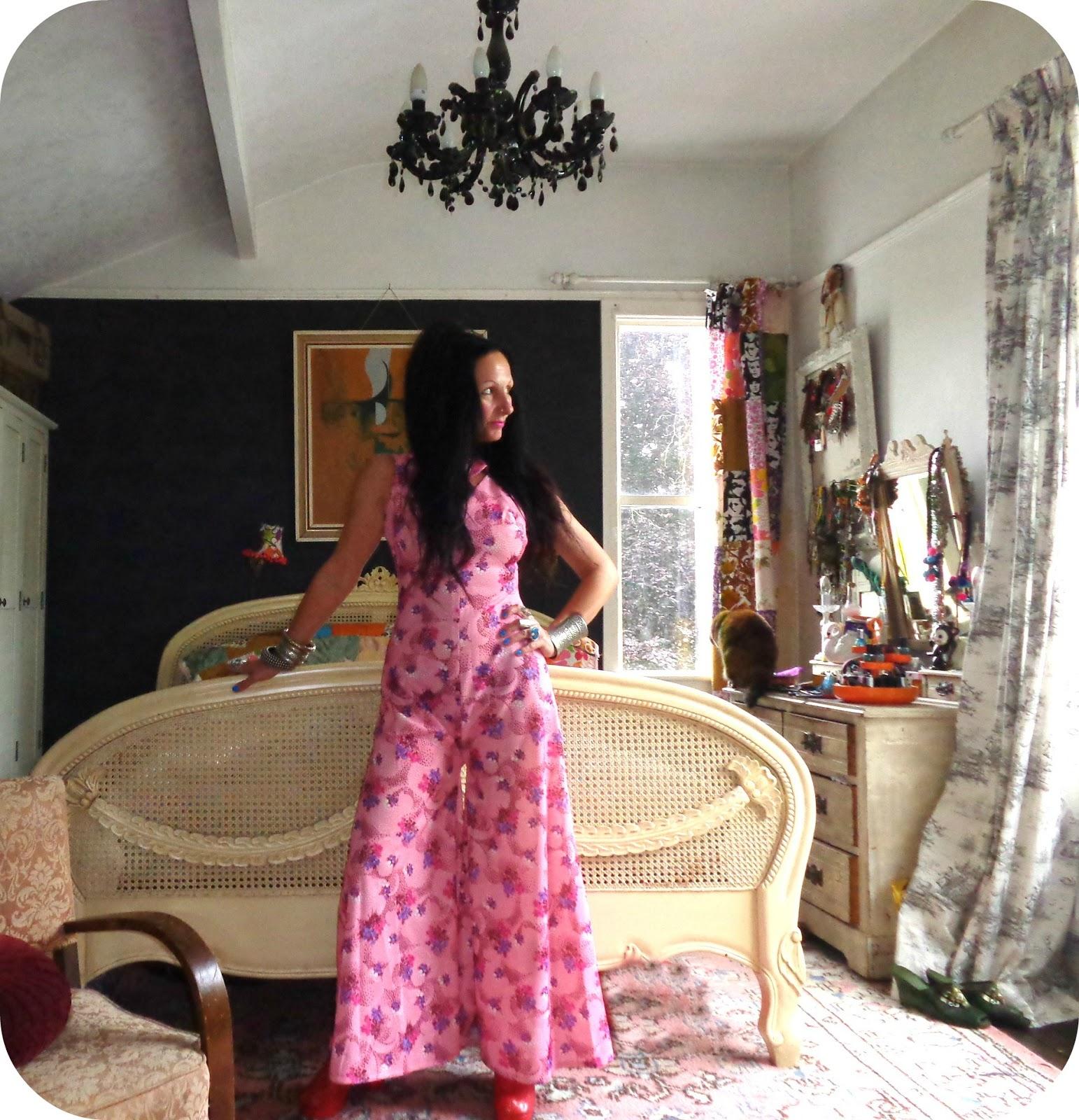 Vintage Vixen: The Slovenly Seamstress