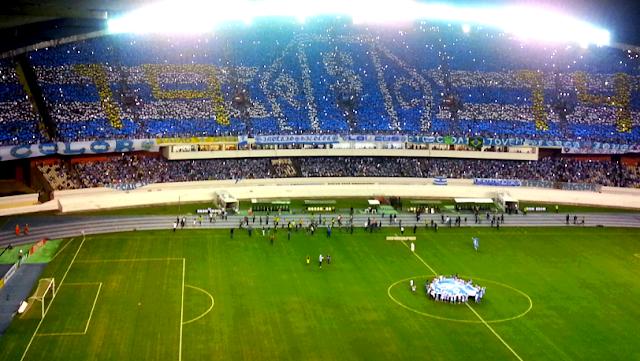 Mosaico do Papão com o ano de fundação e o escudo da equipe