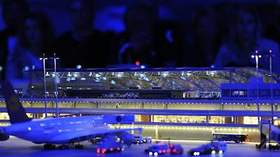 [Internacional]  (Imagens) Aeroporto de Hamburgo em miniatura  Knuffingen-airport_01+%252814%2529