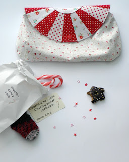 Pattern and tutorial for sewing a half dresden plate pouch.