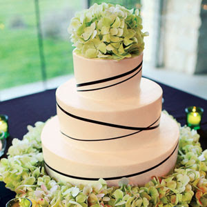 Pictures Of Wedding Cakes With Fresh Flowers