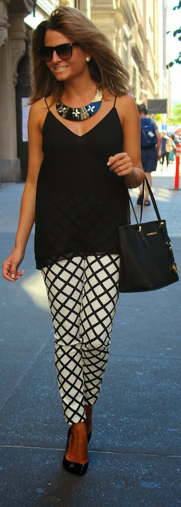 Black Top with Black & White Pop Combination | Chic Street Outfits