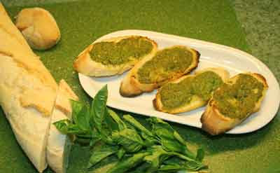 Fresh or frozen pesto toasted on sourdough bread, that's not too bad ...