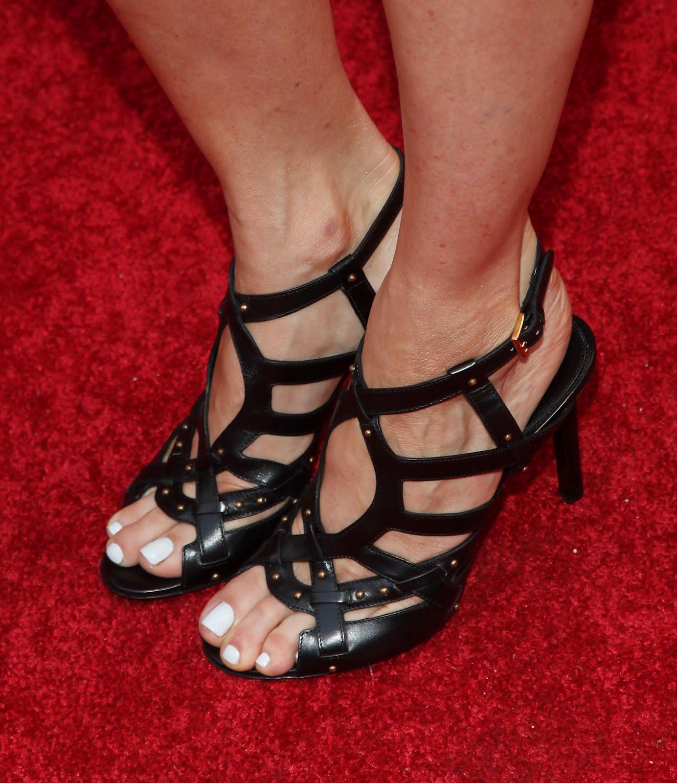 Celebrity Feet Close-up: Jenna Elfman Feet
