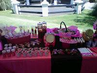 Hermoso regalo de rosas rojas y una caja de chocolates  - Imagenes Chocolates Con Rosas