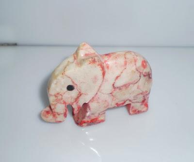 Rózsaszín kő elefánt