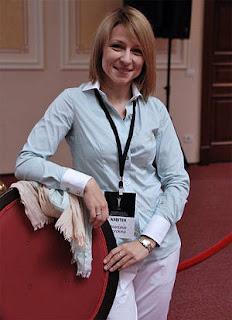 L'arbitre et maître international Anastasia Sorokina, originaire du Belarus, vit actuellement en Australie