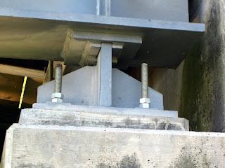 Foto del vincolo a cerniera in sponda sinistra