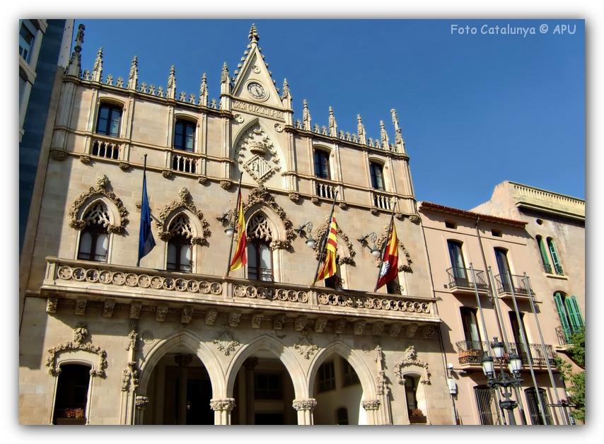 Foto catalunya terrassa edificio neog tico edifici - Arquitectos terrassa ...
