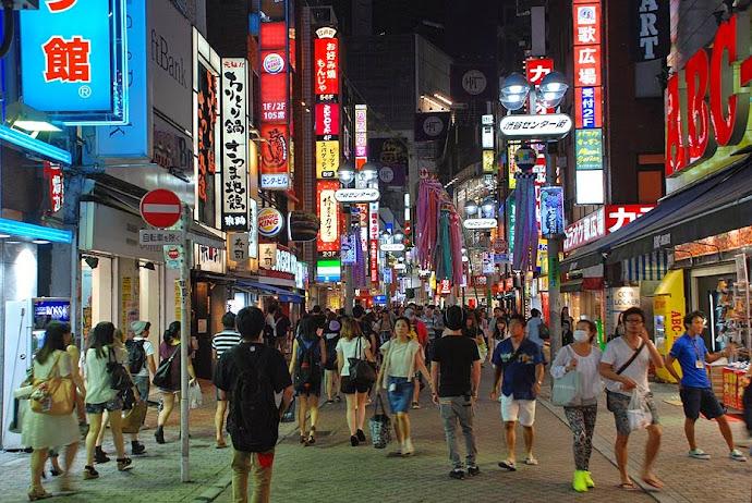 Resultado de imagen para calles de tiendas de ropa de tokio