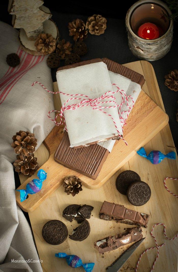Turrón fácil de chocolate con Oreos y bombones. Receta de Navidad