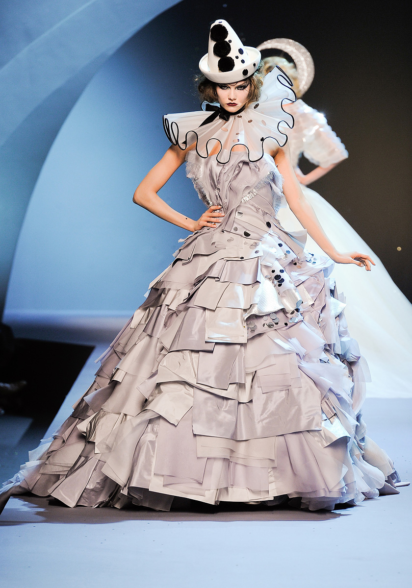 Inspire charm dior fall 2011 couture for Haute design