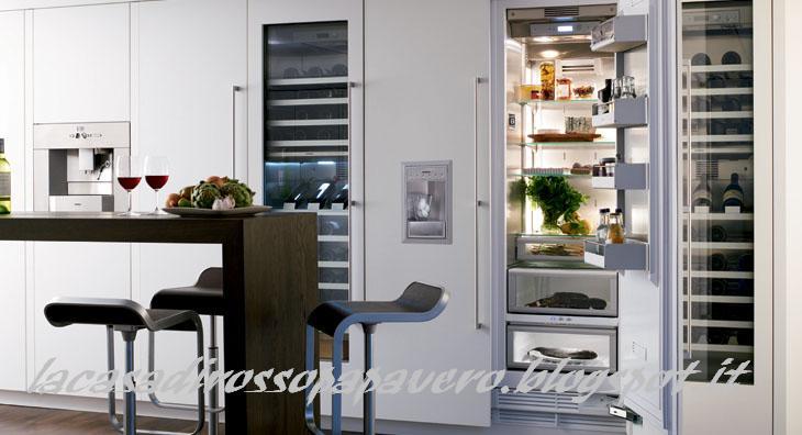La casa rosso papavero cucina la dispensa del freddo - Cucine con frigo esterno ...