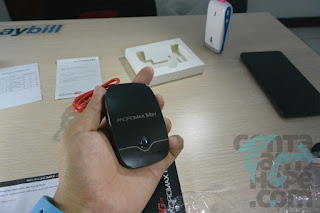 Smartfren 4G Mi-Fi Andromax M2Y - mungil dan enak digenggam