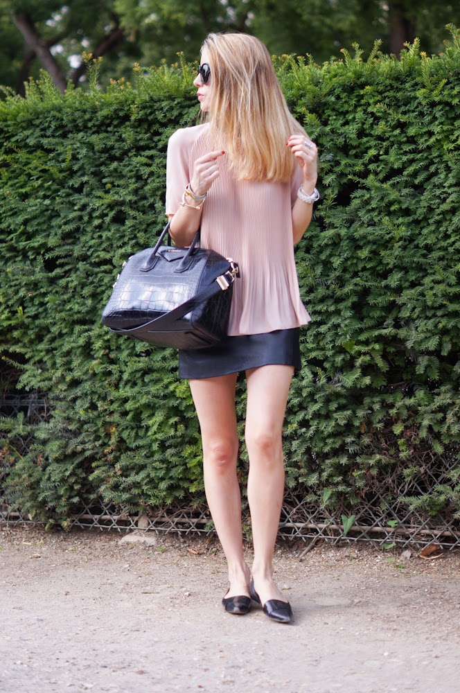 topshop, leather skirt, cos, paris, eiffel tower, paris style, parsisienne, givenchy, flats, streetstyle, fashionblogger
