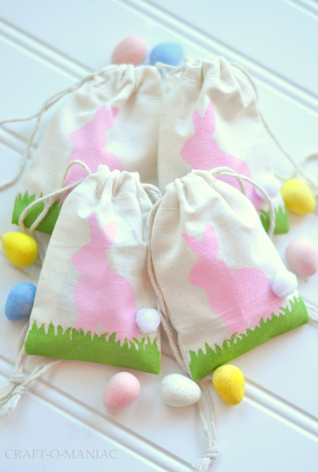 DIY Easter Bunny Stenciled Favor Bags www.craft-o-maniac.com