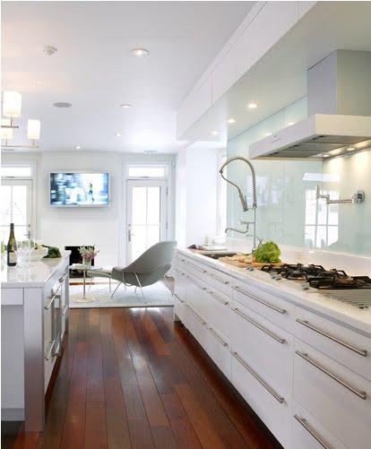 Arte y arquitectura cocinas en blanco y madera for Cocina integrada