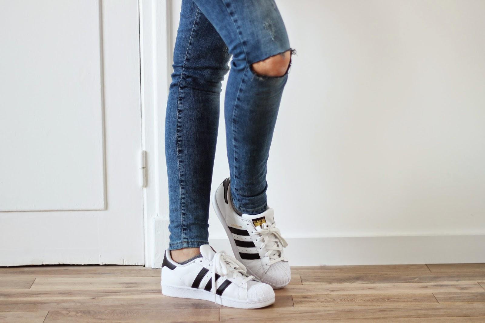 chaussure femme blanche porte