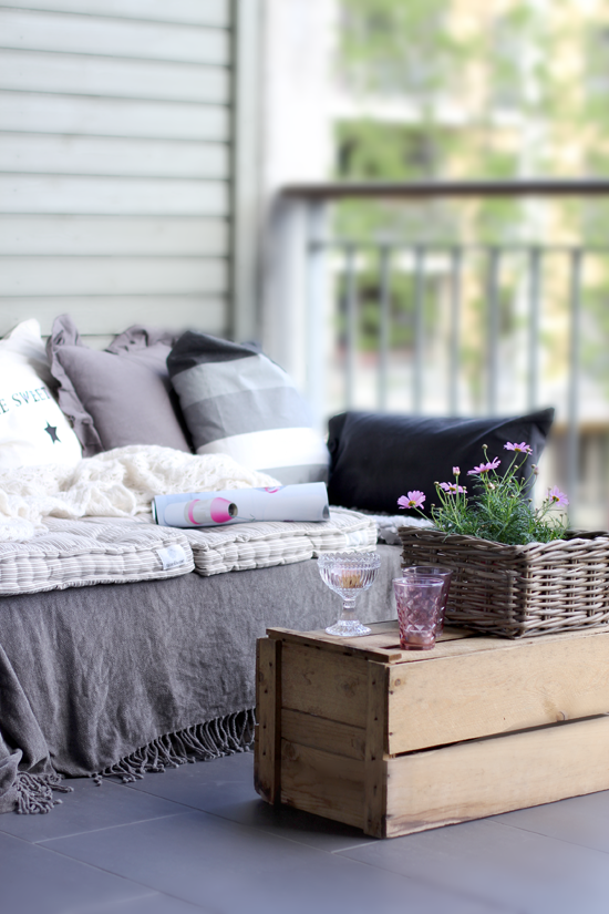 STYLIZIMO BLOG: DIY: Pallet sofa