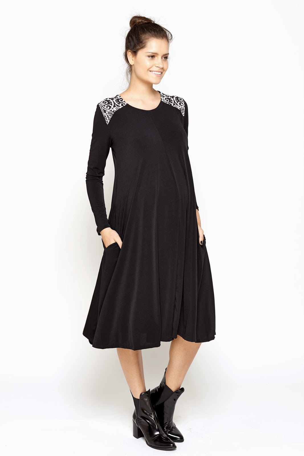 Modest black maternity dress with sleeves | Follow Mode-sty for stylish modest clothing #nolayering tznius orthodox jewish muslim hijab mormon lds pentecostal islamic evangelical christian apostolic