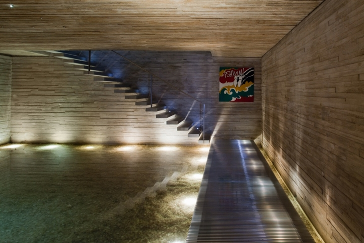 Stair lights in Modern beach house in Brazil by Marcio Kogan