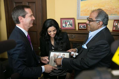 Sridevi spotted with the Premier of Toronto with husband Boney Kapoor