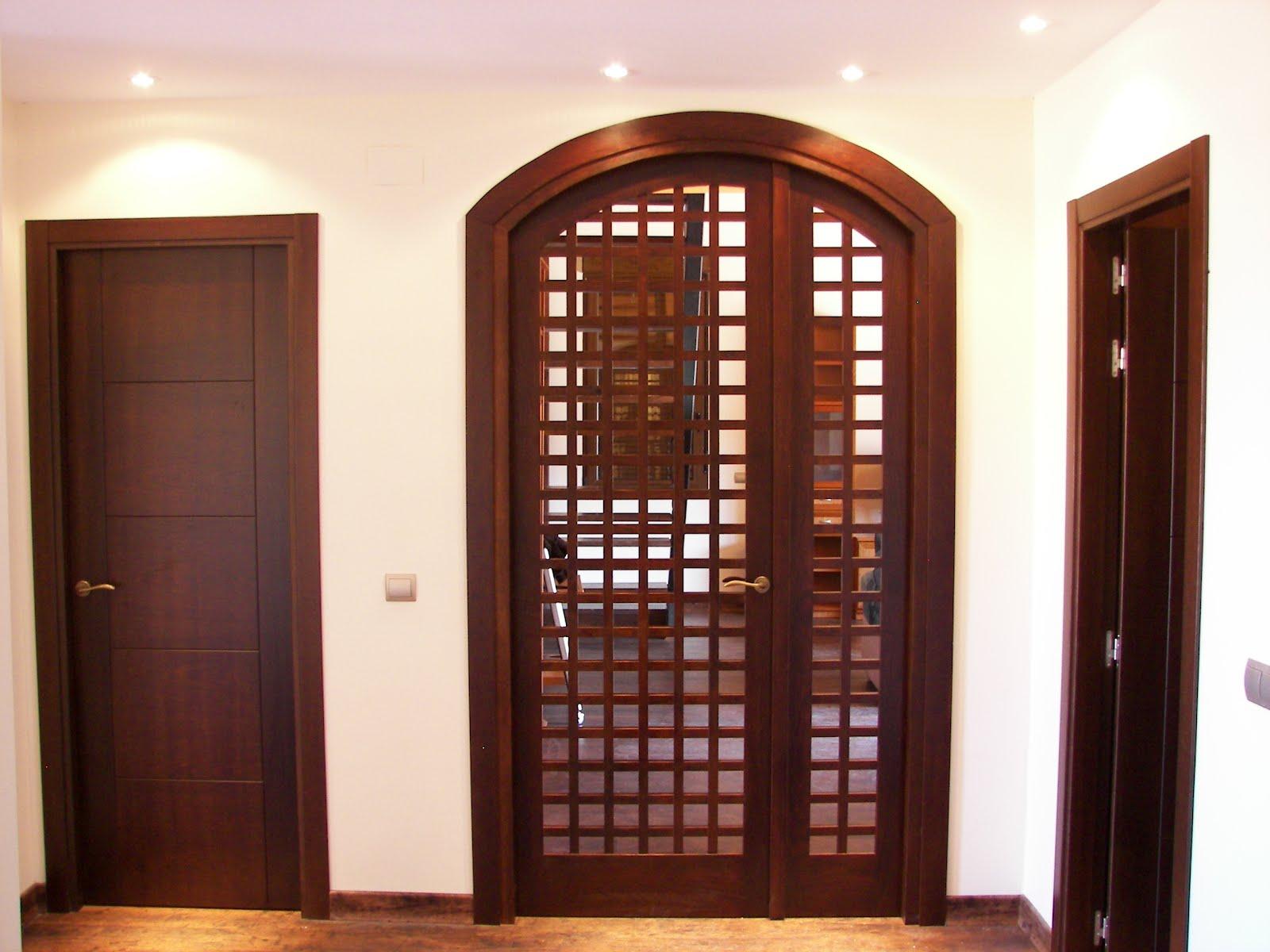 Carpinteria viosca roda puerta en arco con celosia for Arcos de madera para puertas
