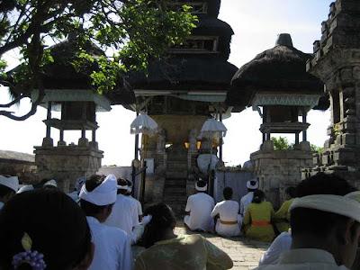 Objek Wisata Pura Luhur Uluwatu Pecatu Bali 4