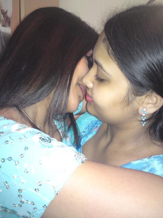 lesbian licking vedio