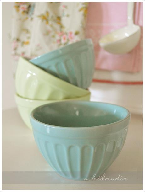 miętowe miseczki ceramiczne, emaliowana chochelka