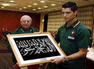 Benarkah Cristiano Ronaldo Masuk Islam?