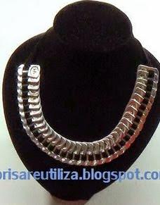 http://brisareutiliza.blogspot.com.es/2015/01/gargantilla-o-collar-reciclando-anillas.html