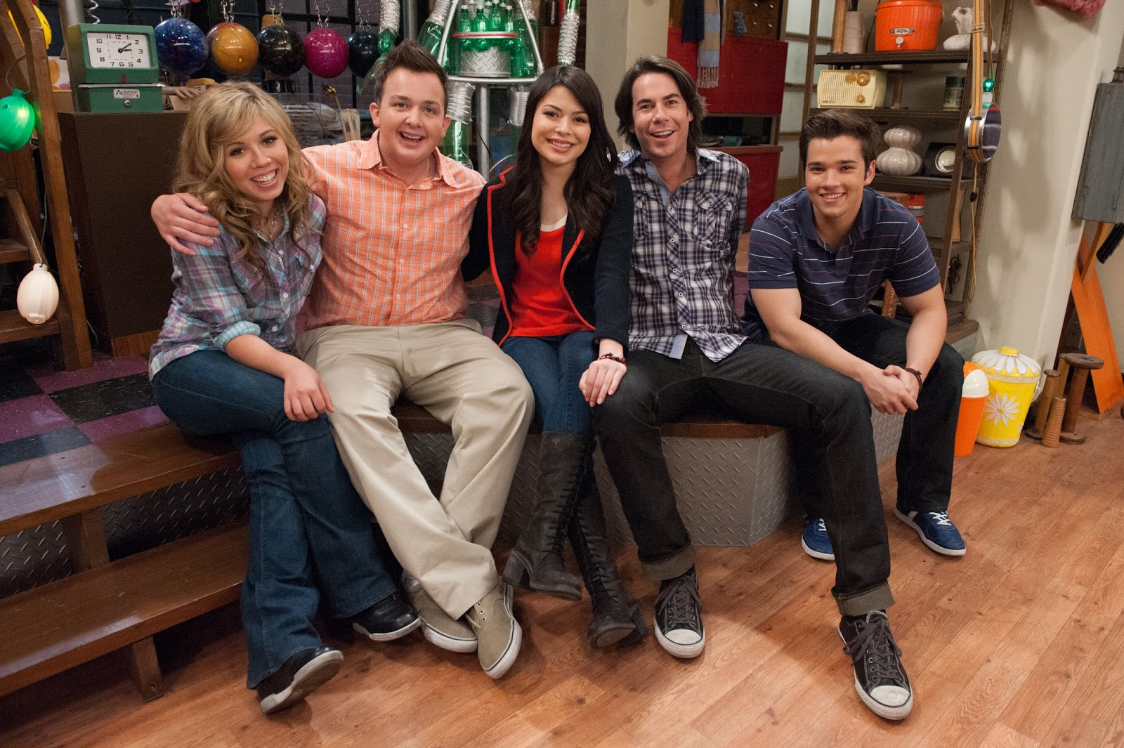 carly shay miranda cosgrove spencer shay jerry trainor sam puckettmelanie puckett jennette mccurdy freddie benson nathan kress gibby gibson - Drake And Josh Christmas Movie Cast