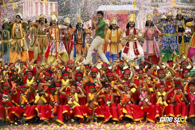 Vijay in 'Velayutham' Movie 2