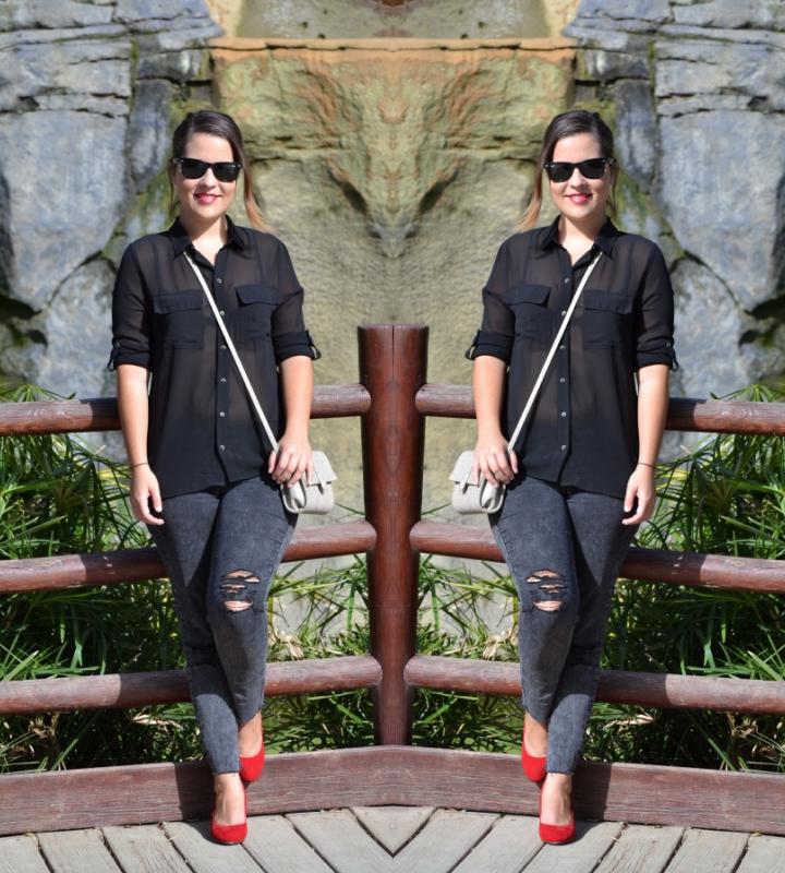 look_outfit_tacones_rojos_zapatos_toque_camisa_transparente_lolalolailo_05