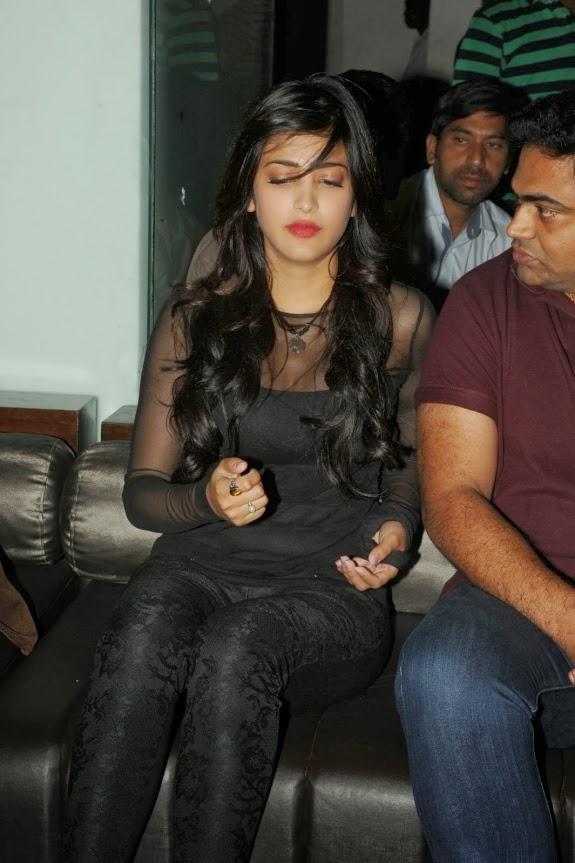 Actress Shruti Hassan Cute New Stills